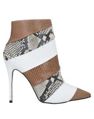 Полусапоги и высокие ботинки CARRANO. Цвет: белый