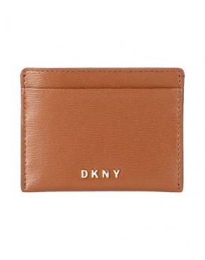 Чехол для документов DKNY. Цвет: коричневый