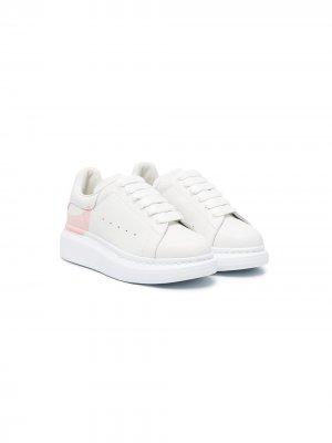 Кроссовки с логотипом Alexander McQueen Kids. Цвет: белый