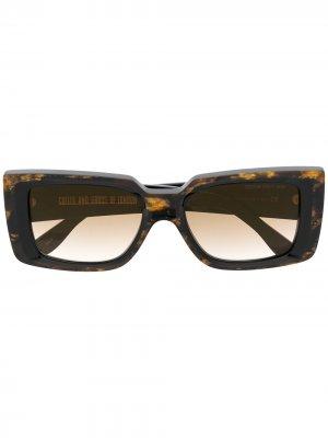 Солнцезащитные очки с мраморным эффектом Cutler & Gross. Цвет: коричневый