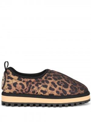 Слиперы с леопардовым принтом Dolce & Gabbana. Цвет: коричневый