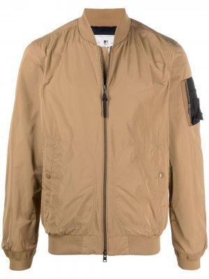 Бомбер с карманом на рукаве Woolrich. Цвет: коричневый