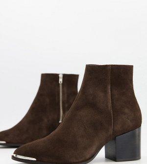 Коричневые замшевые ботинки челси для широкой стопы на каблуке с острым металлическим носком -Коричневый цвет ASOS DESIGN