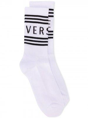 Носки с логотипом Versace. Цвет: белый
