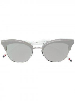 Солнцезащитные очки в оправе кошачий глаз Thom Browne Eyewear. Цвет: серый