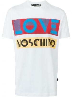 Футболки и жилеты Love Moschino. Цвет: белый