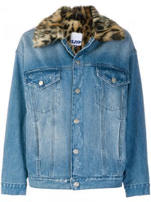 Джинсовая куртка с леопардовым воротником SJYP. Цвет: синий