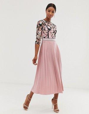 Розовое платье миди с кружевной вышивкой на лифе, рукавами 3/4 и плиссированной юбкой -Розовый Little Mistress