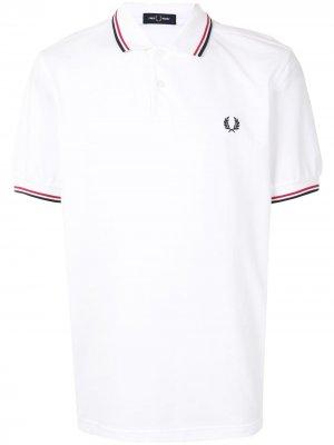 Рубашка поло с отделкой в полоску и логотипом FRED PERRY. Цвет: белый