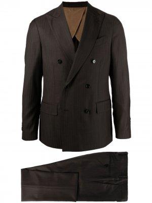Костюм-двойка с двубортным пиджаком Lardini. Цвет: коричневый