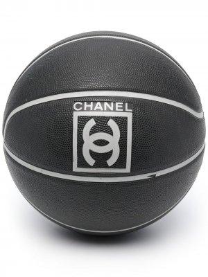 Баскетбольный мяч 2010-х годов с логотипом CC Chanel Pre-Owned. Цвет: черный