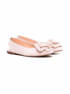Туфли с ремешком на пятке и цветочной аппликацией CLARYS. Цвет: розовый