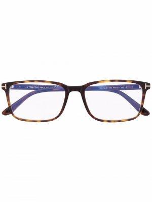 Очки FT5735B в квадратной оправе TOM FORD Eyewear. Цвет: коричневый