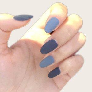 24шт накладные ногти и 1 лист лента SHEIN. Цвет: синий