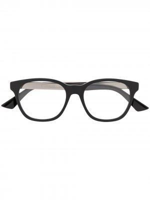 Очки GG0690O в прямоугольной оправе Gucci Eyewear. Цвет: черный