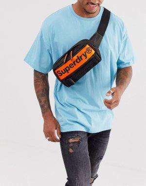 Черная сумка-кошелек на пояс с логотипом International Superdry. Цвет: черный