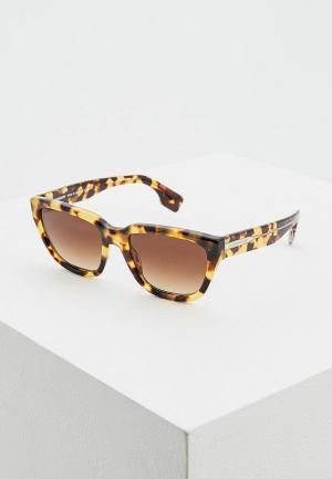 Очки солнцезащитные Burberry BE4277 375913. Цвет: коричневый