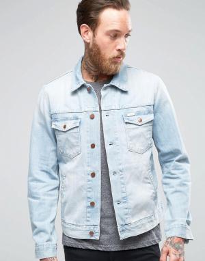 Светлая джинсовая куртка Wrangler. Цвет: brisbane