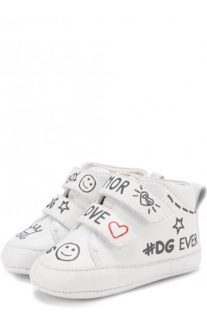 Кожаные пинетки с застежками велькро и принтом Dolce & Gabbana. Цвет: белый