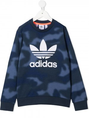 Камуфляжный джемпер с логотипом adidas Kids. Цвет: синий