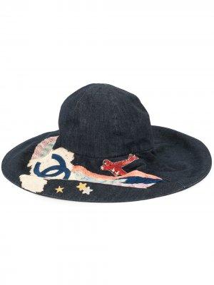 Шляпа с вышивкой и логотипом CC Chanel Pre-Owned. Цвет: синий