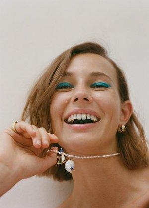 Жемчужное ожерелье с подвеской из перламутра - Lilo Mango. Цвет: пастельный светло-серый