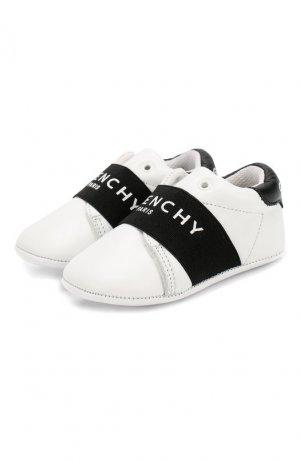 Кожаные пинетки Givenchy. Цвет: белый