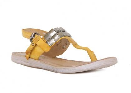 Желтые кожаные сандалии с металлическим декором от Air Step
