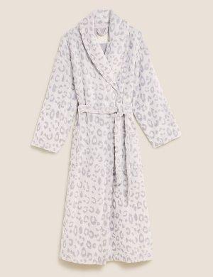 Флисовый халат с анималистичным принтом и поясом M&S Collection. Цвет: серый микс