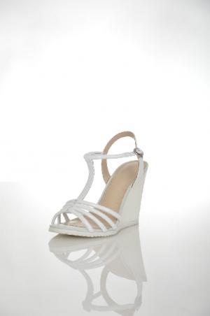 Босоножки Alba. Цвет: белый
