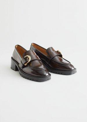 Кожаные лоферы на каблуке с пряжками &Other Stories. Цвет: коричневый
