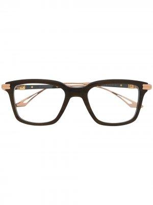 Солнцезащитные очки в квадратной оправе Dita Eyewear. Цвет: 02 brn-rgd