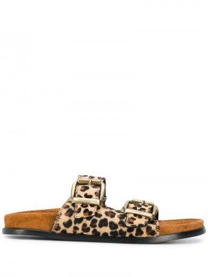 Сандалии с пряжками и леопардовым узором Avec Modération. Цвет: нейтральные цвета