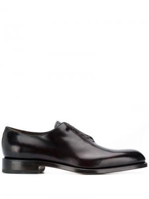 Классические туфли оксфорды Salvatore Ferragamo. Цвет: коричневый
