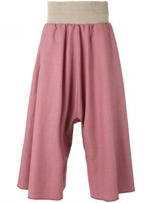 Широкие укороченные брюки в ломаную клетку Bless. Цвет: розовый и фиолетовый