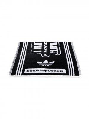 Пляжное полотенце с логотипом adidas Originals by Alexander Wang. Цвет: белый