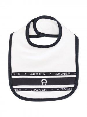 Нагрудник в полоску с логотипом Aigner Kids. Цвет: белый