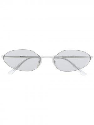 Солнцезащитные очки в овальной оправе Balenciaga Eyewear. Цвет: белый
