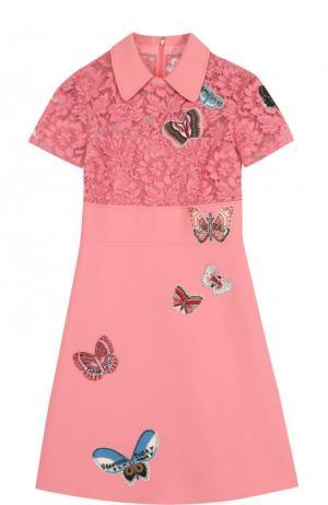 Приталенное мини-платье с кружевным лифом и отделкой в виде бабочек Valentino. Цвет: розовый