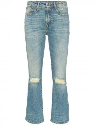 Расклешенные джинсы с прорванными деталями на коленях R13. Цвет: синий