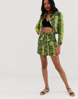 Джинсовая мини-юбка со змеиным принтом лаймового цвета -Зеленый ASOS DESIGN