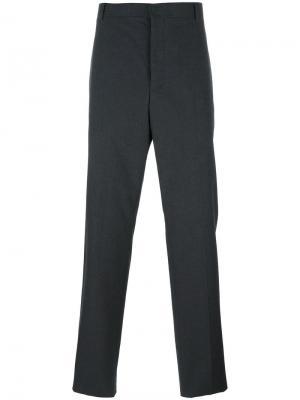 Классические зауженные брюки Thom Browne. Цвет: серый