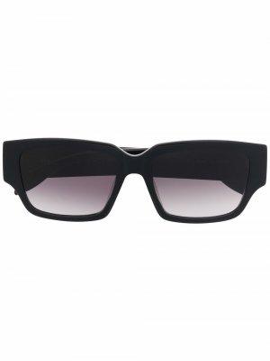 Солнцезащитные очки в прямоугольной оправе Alexander McQueen Eyewear. Цвет: черный