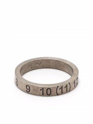 Серебряное кольцо с тиснением Maison Margiela. Цвет: серебристый