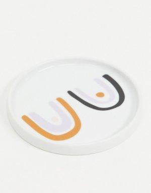 Белая тарелка с принтом в виде груди Kate-Белый Monki