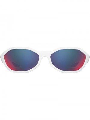 Солнцезащитные очки в восьмиугольной оправе Prada Eyewear. Цвет: белый