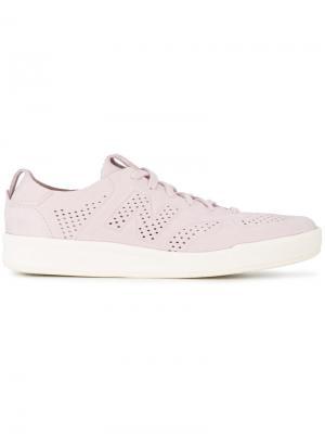 Кроссовки на шнуровке New Balance. Цвет: розовый