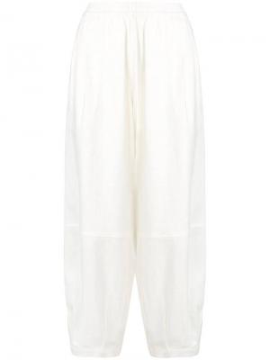Укороченные брюки-шаровары The Celect. Цвет: белый