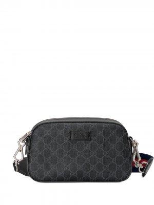 Сумка на плечо с узором GG Supreme Gucci. Цвет: серый