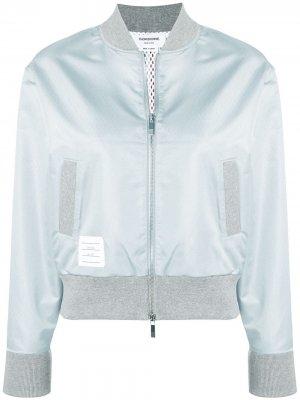 Куртка-бомбер с трехцветной полоской на спине Thom Browne. Цвет: серый